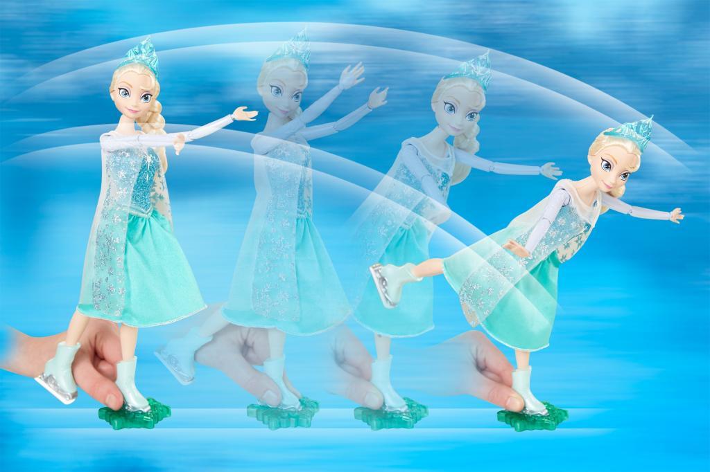 Skate and Sing Elsa